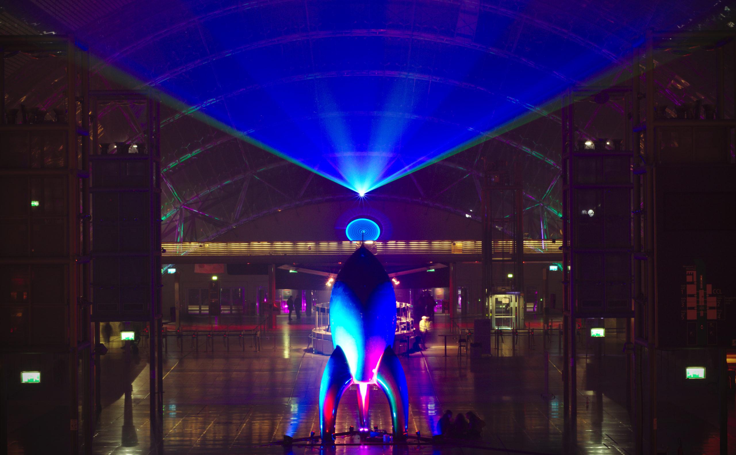 CCCのロケットで飾られた会場のエントランス